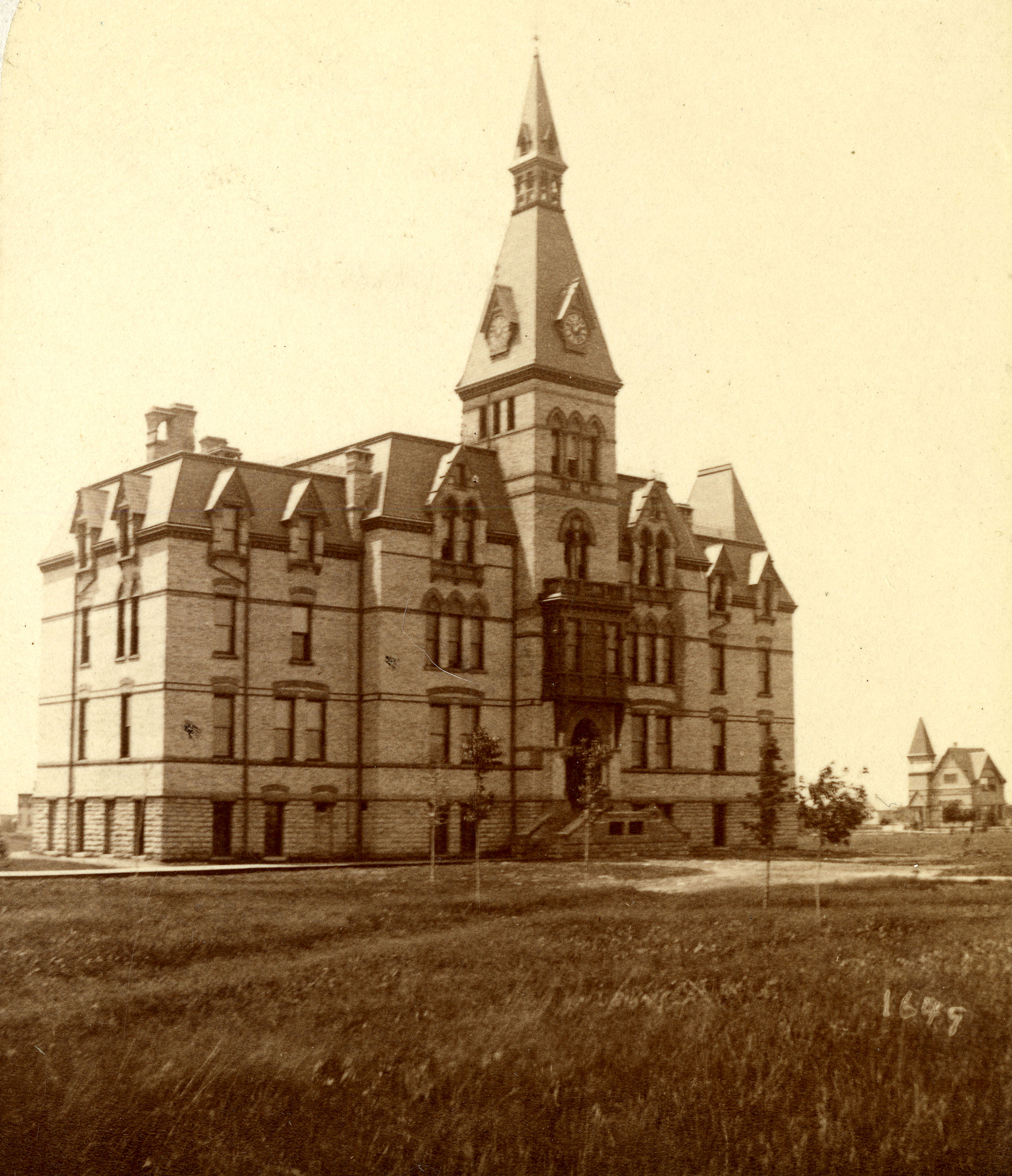 Old_Main_1885_HU_archives_no14337