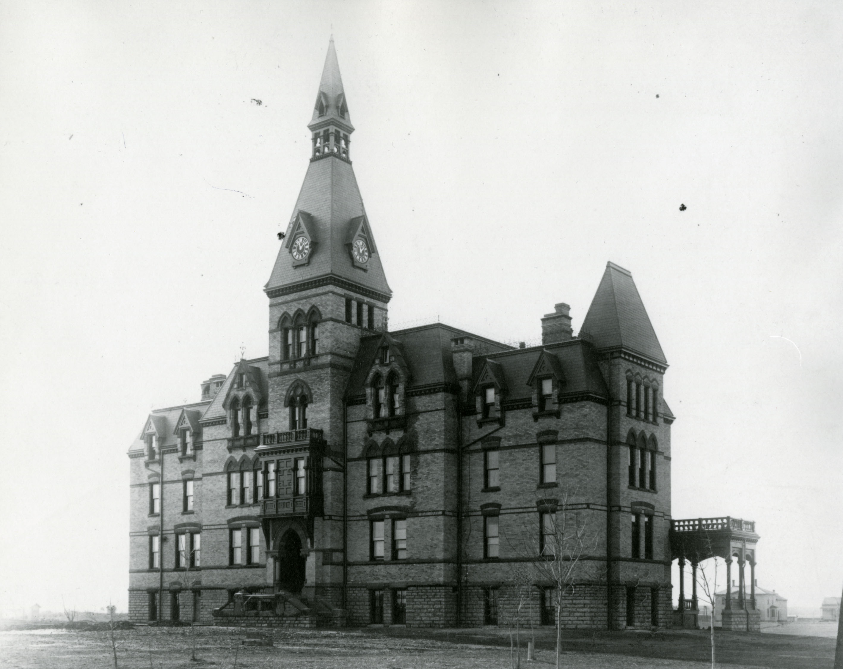 Old_Main_c1883-HU_archives_no26250