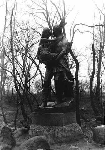 Statue of Hiawatha and Minnehaha circa 1936 (MHS)