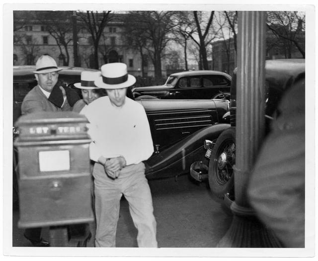 Alvin Karpis arrives at the St. Paul Courts Building circa 1936 (MNHS)